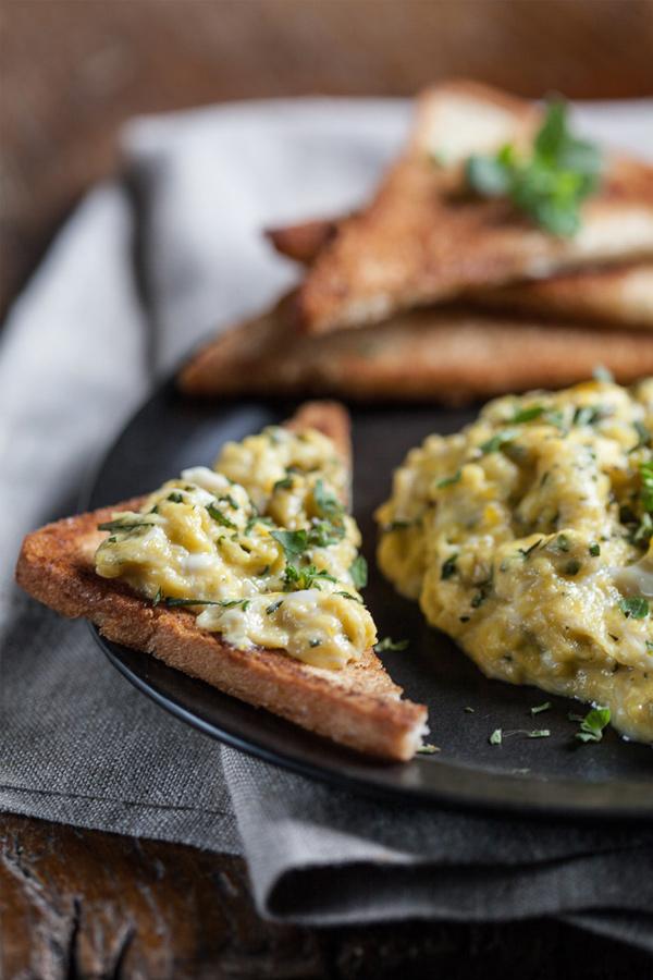 Ovos mexidos + torrada