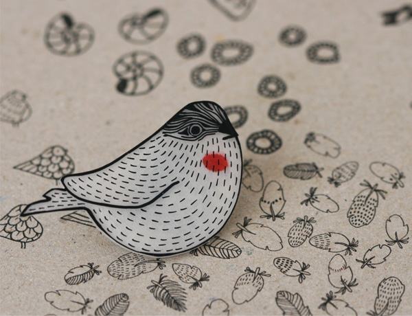 Lila Ruby King - Woodgrain Sparrow Pin