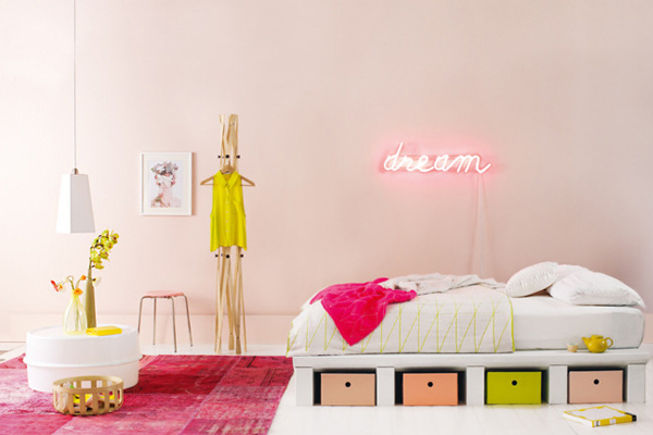neon decorating, via Homelife