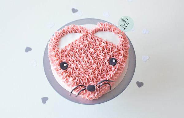 Pink Heart Mouse Valentine's Day cake, by Lyndsay Sung