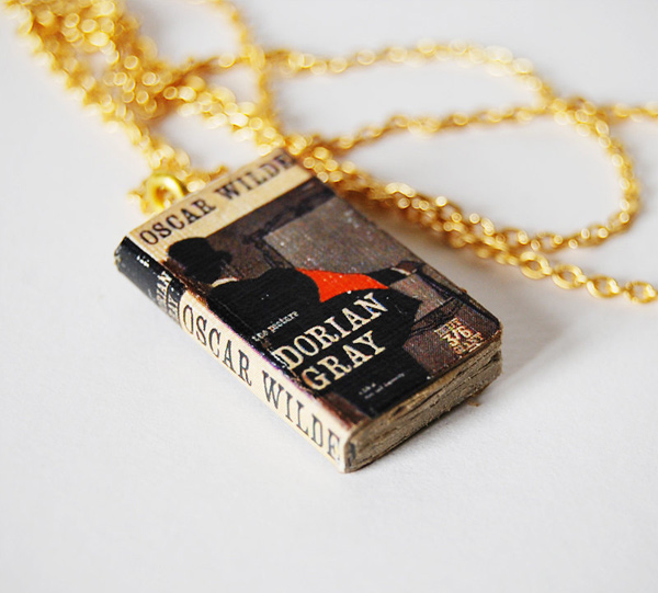 Bunnyhell mini-book necklace - Dorian Gray