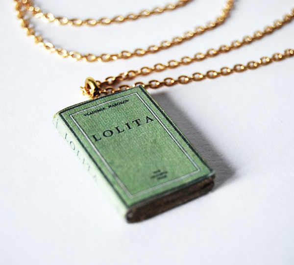 Bunnyhell mini-book necklace - Lolita