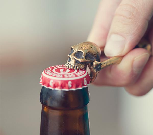 Abridor de Garrafas Caveira | Skull Bottle Opener | Cool Material
