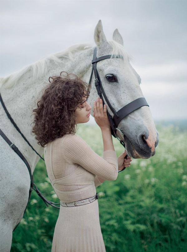 Queen of the Meadow | Modelo Alanna Arrington fotografada por Alexandra Sophie para Harper's Bazaar (Outubro 2016)