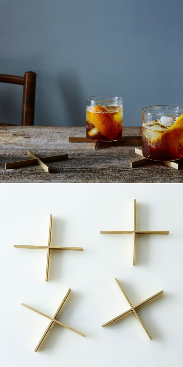 Food52 Brass Lift Coasters | Porta-Copos Minimalista