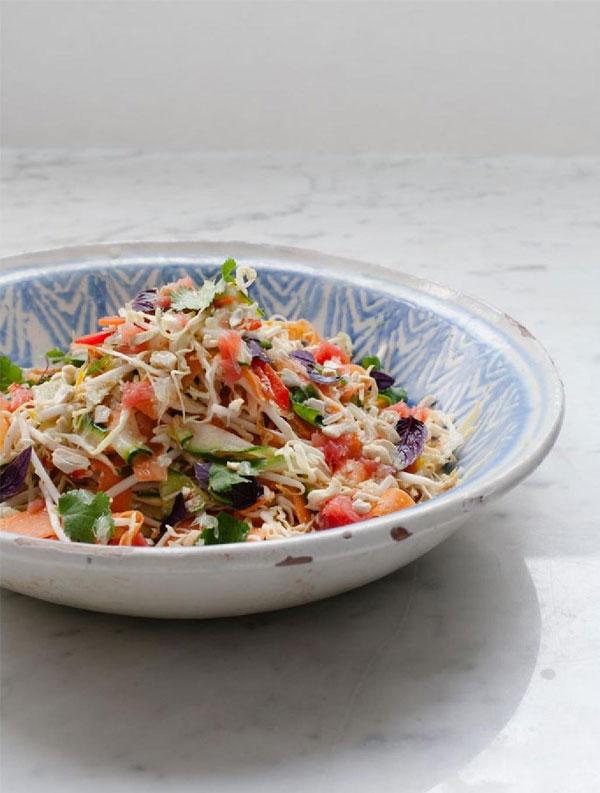Um Jeito Moderno de Comer | Salada cítrica tailandesa, crua e c rocante