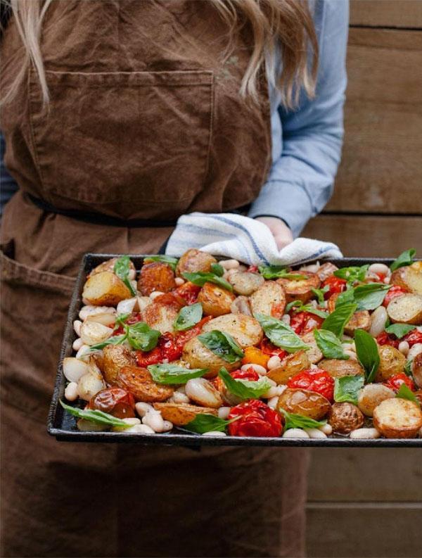 Um Jeito Moderno de Comer | Tomates e cebolas assadas com um toque adocicado