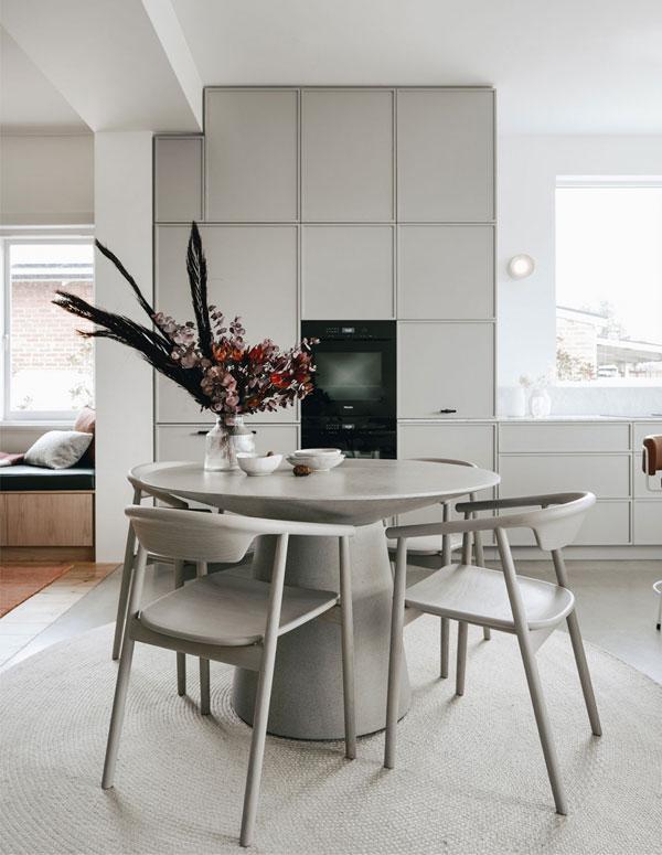 House of Billie | uma cozinha moderna com ar retrô / decoração