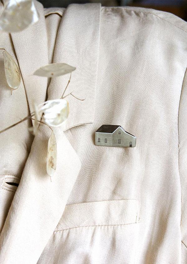 Broches de casinha da Nastia Sleptsova | little house brooch 'light olive house'