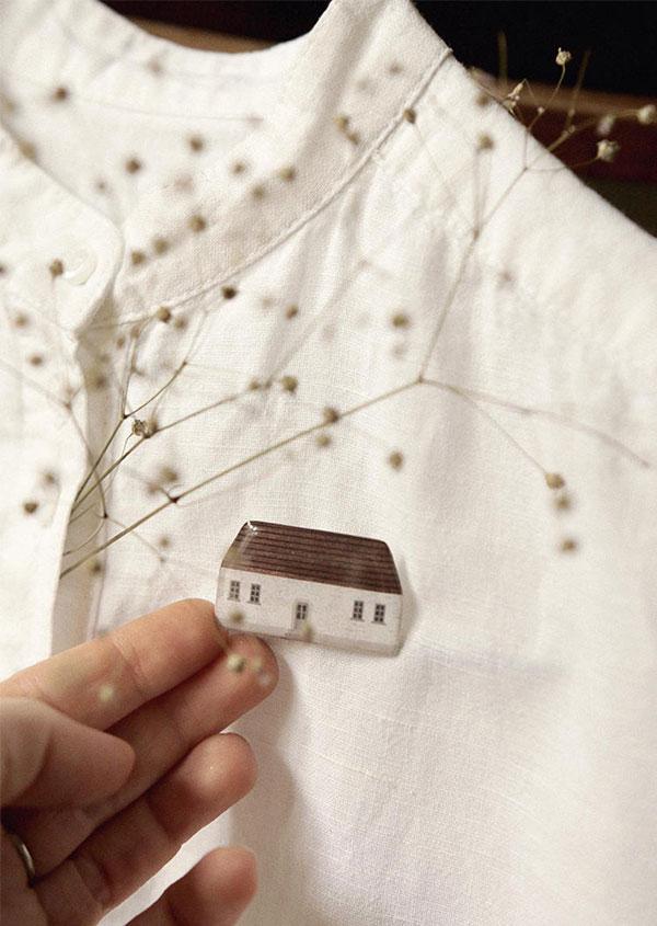 Broches de casinha da Nastia Sleptsova | little house brooch 'light family house'